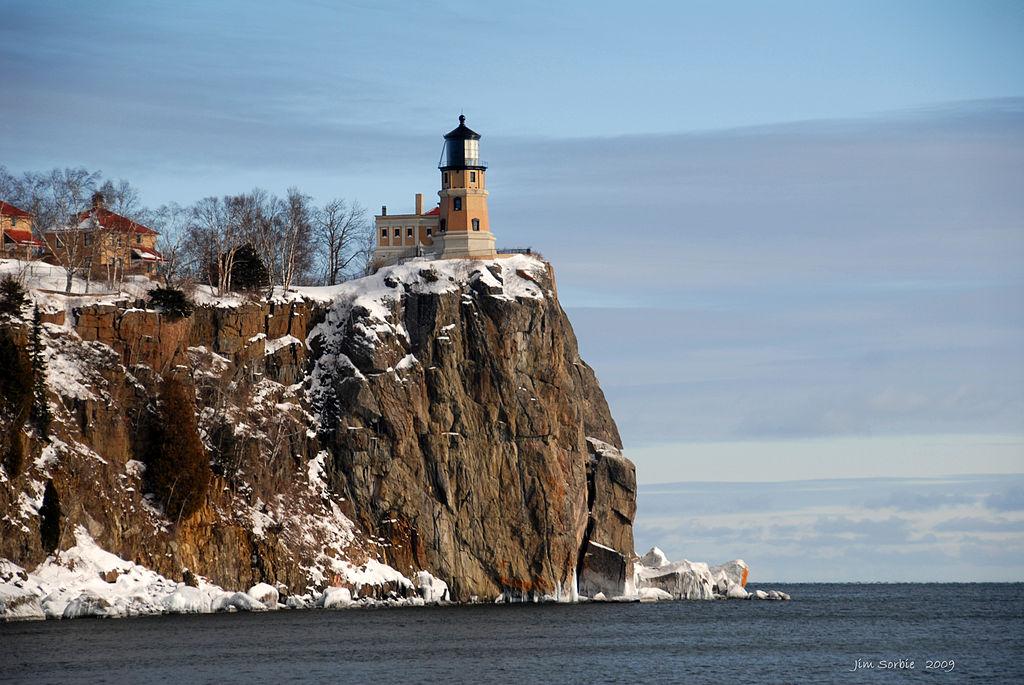 1024px-Split_Rock_Lighthouse_-_Lake_County,_Minnesota_-_8_Jan._2009.jpg