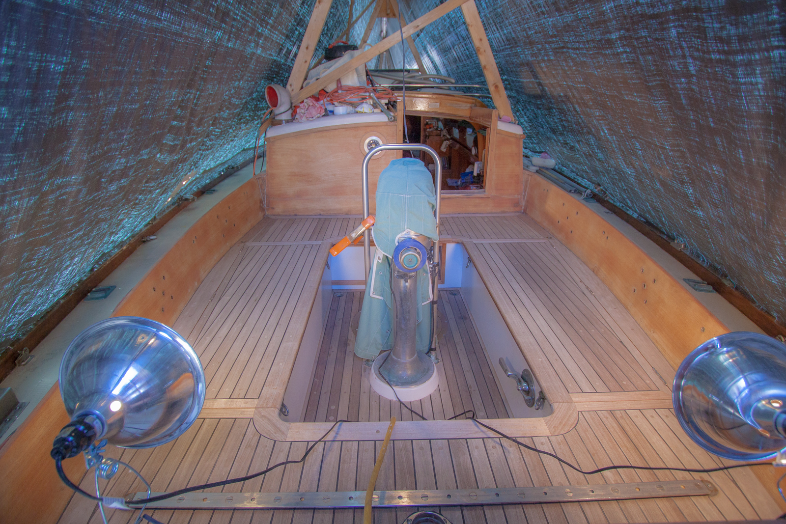 Boat work under cover 2 (1 of 1).jpg