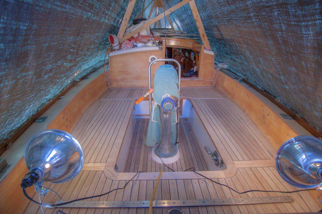 Boat work under cover 2 (1 of 1).jpg
