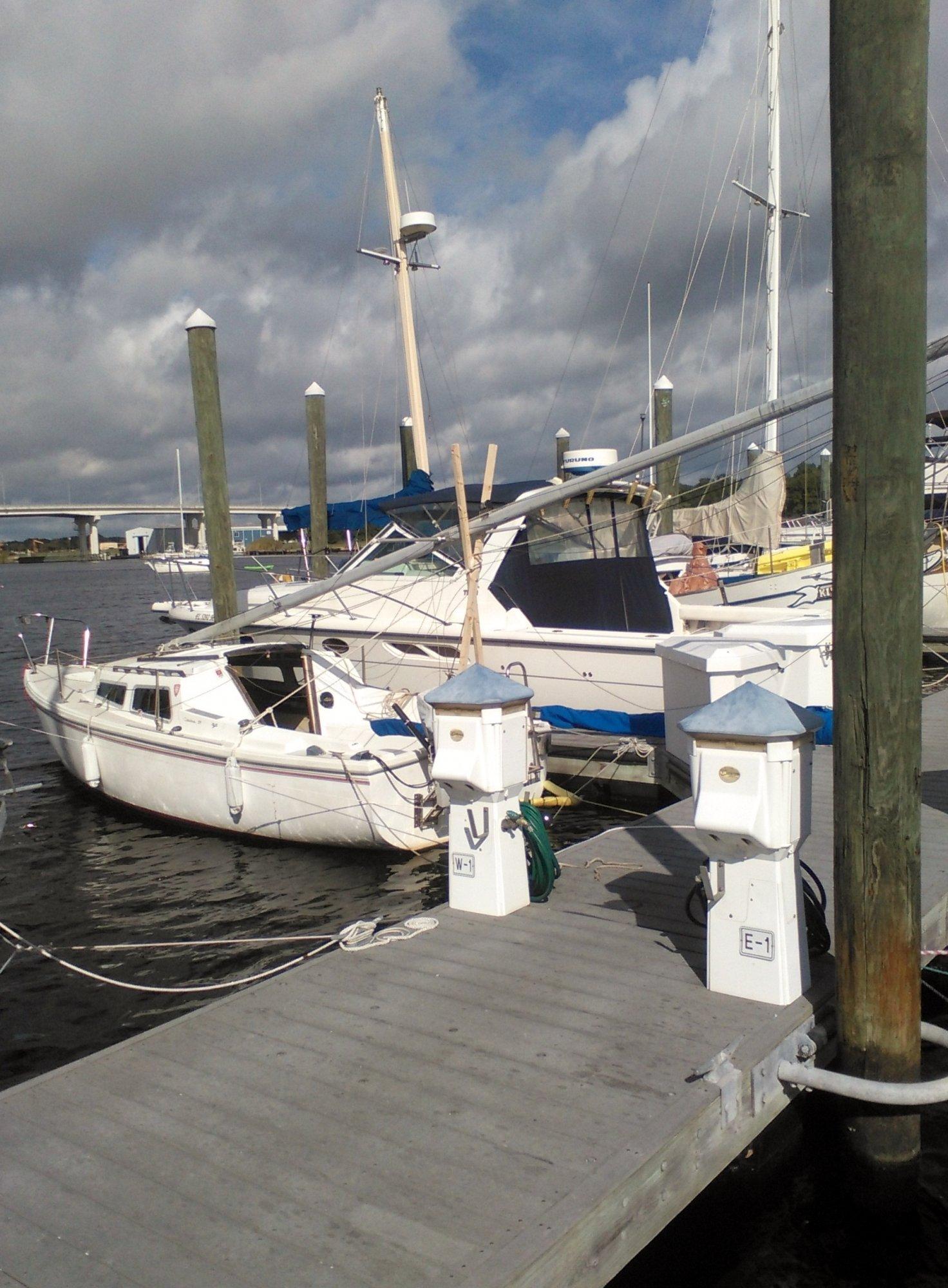 dropping mast at dock (1).jpg