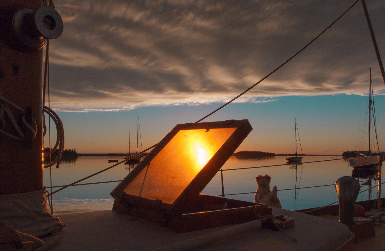 Eggemoggin sunset Tommy bow 646 (1 of 1).jpg