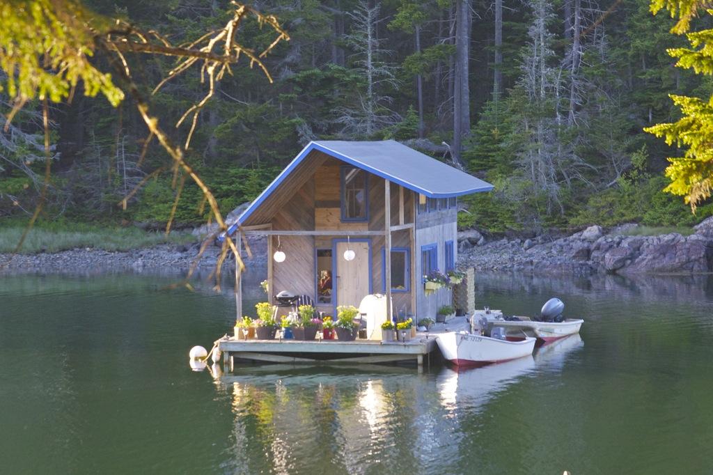 Houseboat far gable.jpg