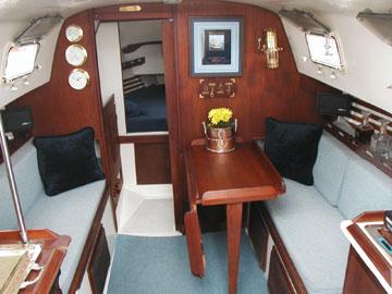 Hunter 27 Interior.jpg