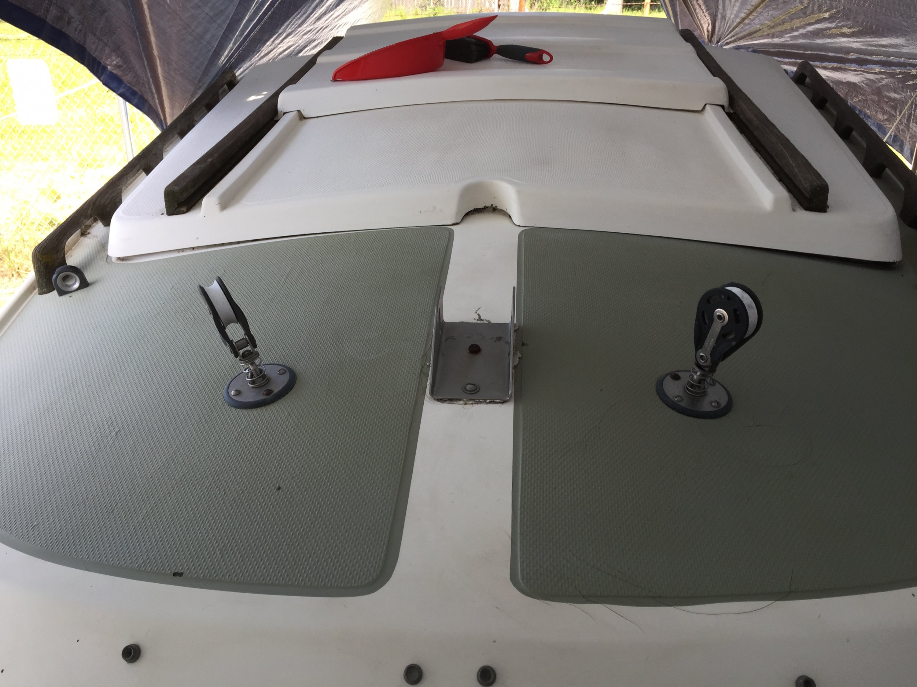 Purpose of pulleys lateral to mast step? | Sailboat Owners