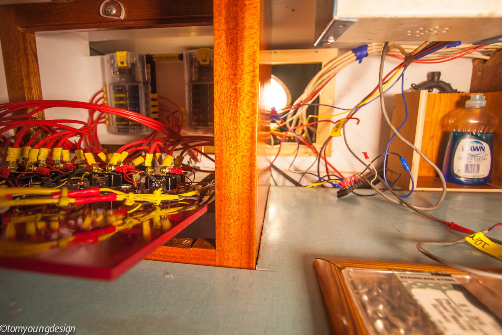 Wiring raceway cabin side.jpg